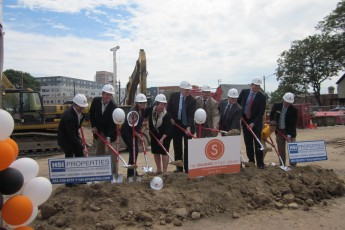 East Libr-Ground breaking 007